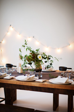 myidealhome:  simple yet charming table setting (+ fairylights!) (via Sunday Supper)