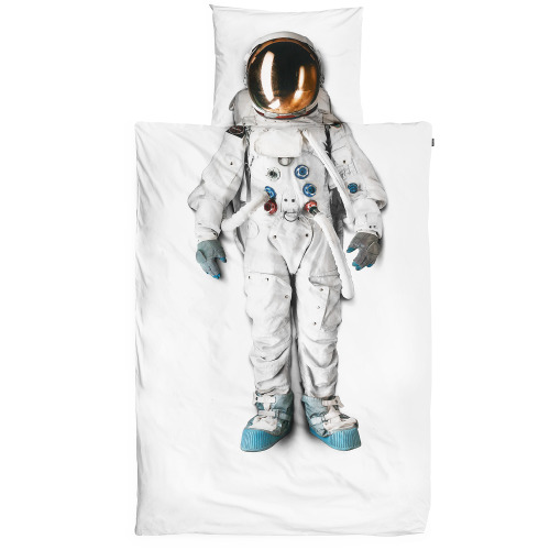 nevver:  Astronaut pillow and duvet cover  Want!!