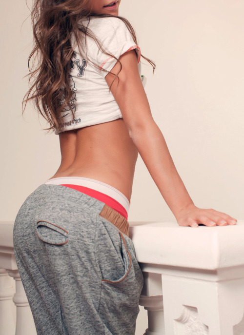 skinny-in-pink:  I like her sweats