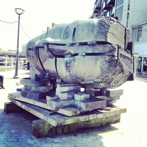 Ode to invention sculpture by Eduardo Paolozzi 1989 #sculpture @designmuseum #london #southbank #designmuseum #randomtypography @wedwalkclub #wedwalkclub  (at Design Museum)