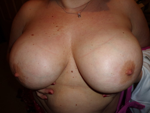 wifeshare3:  Please REBLOG this pic if you like these tits.  How could you not share these tits with other guys?