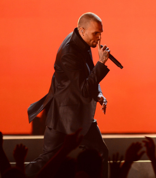 "lovingcbreezy:  #2013BillboardAwards - ""Fine China"""