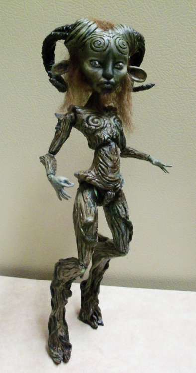 oak23:  MH CAM Witch Pan's Labyrinth Mod 01 by ~mourningwake-press  awesome! bet it was a lot of work….
