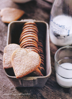 dustjacketattic:  date & cinnamon sugar snap biscuits | donna hay