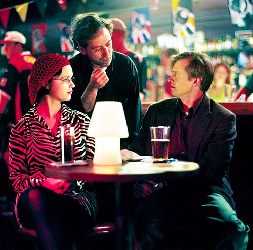 fuckyeahdirectors:  Terry Zwigoff directing Thora Birch and Steve Buscemi in Ghost World (2001)