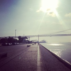 Early morning run along Tagus river in Lisbon. 9K to start a great day! #werun #werunlisboa #runningculture #crewlove #skymag #nevernotrunning #lisboa #corrernacidade_crew