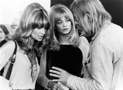 fuckyeahdirectors:  Julie Christie, Goldie Hawn and Hal Ashby on-set of Shampoo (1975)  Most romantic movie ever.