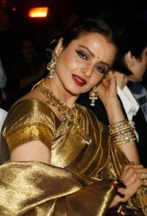 meenajifan:  Rekha she has the best saree's