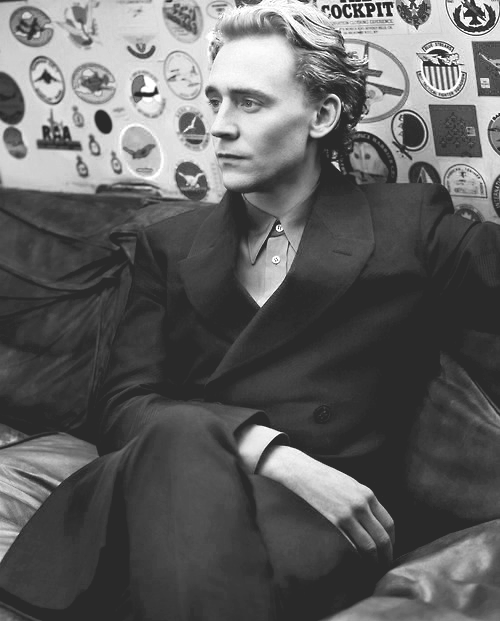 Tom Hiddleston by Scott Trindle (x)