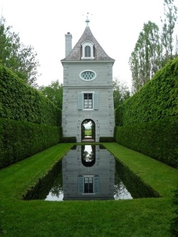 marieisaacs:  Gardens and Outdoor Spaces / les quatre vents gardens, Canadahttp://weheartit.com/entry/38138302/via/marie_w_isaacs