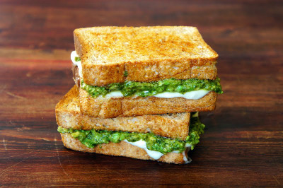 jubafood:  Avocado Pesto Sandwich   I loveeee avocado and pesto!!!