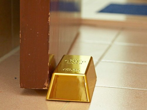 jaymug:  Gold Bullion Doorstop