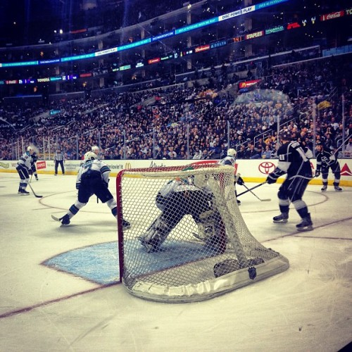 DE LA sports. We in the game… Front row at @LAKings game with the pops.