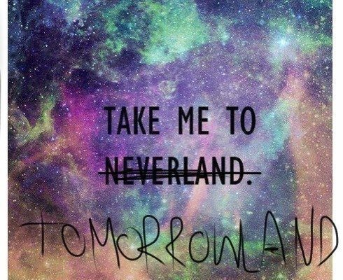 This year I'll add Tomorrowland to my bucket list. Probably the all time best music festival in 'De Schorre' in Boom, Belgium.. A Woman can dream.