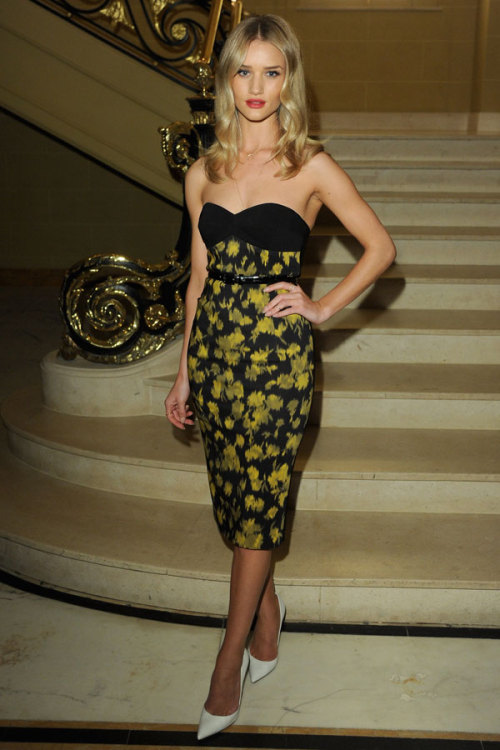 Rosie Huntington-Whiteley owned this printed Michael Kors dress at a Vogue dinner in London. See who else made our 10 Best Dressed Celebrities this week »