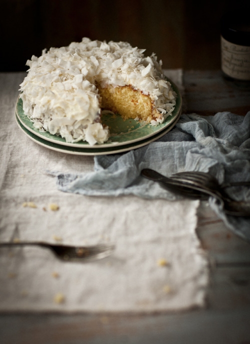themodernexchange:  Gluten-Free Lemon and Coconut Cake | What Katie Ate  Yum!