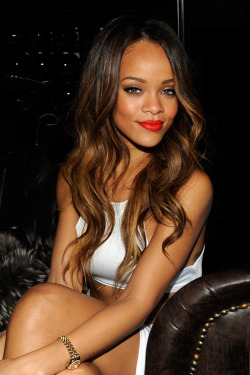 unreliably:  fuckyeahgals:  Rihanna  she looks incredible