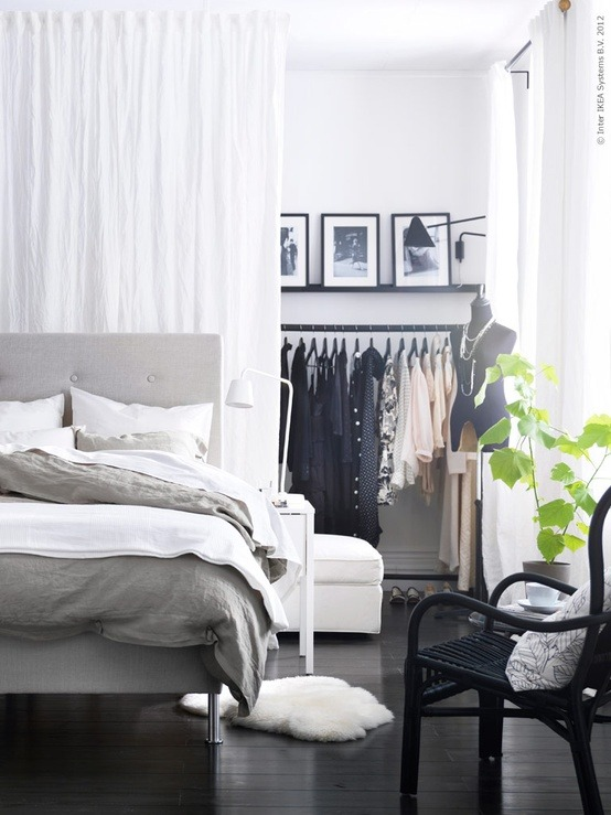 peonyinparis:  An effortless take on the walk-in wardrobe. Genius!