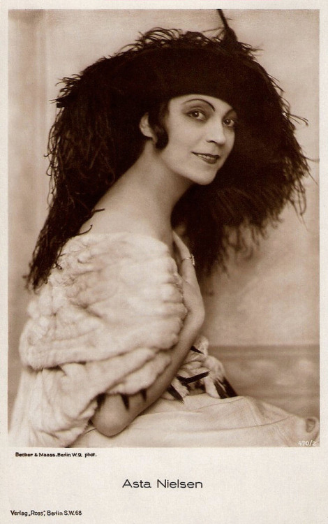 Asta Nielsen (by Truus, Bob & Jan too!)