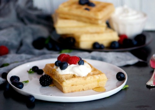 Recipe: Waffles with Greek Yogurt and Berries