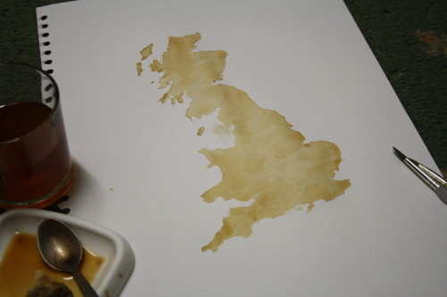 rugoat:  jordanforinstance:  Things I do at 2AM .. Paint Great Britain with tea…..  this is possibly the most British thing I have seen in my entire life   The only way this could be more British is if Benedict Cumberbatch was painting this to give it to the Queen.