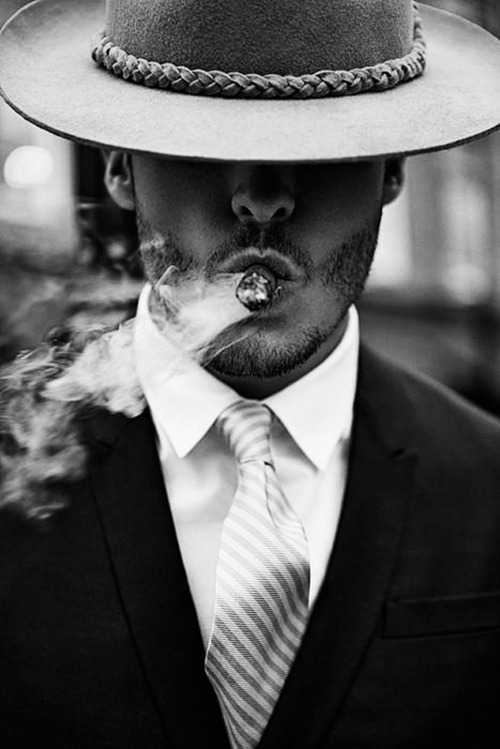 maxtonmen:  dapper smoking dude  Zorro