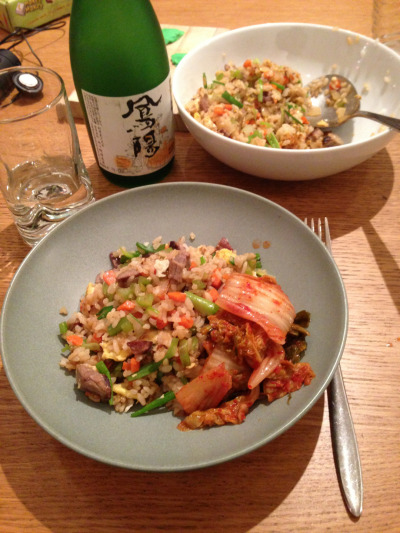 I like to eat fried rice with kimchi and sake. 20 minutes, including photography!