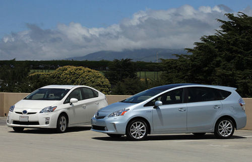 The Gooru Corner: Hybrid Electric Vehicles and Beyond (Collection) Did you know that the first electric vehicle was invented by Robert Anderson in 1832? EVs have certainly come a long way since then. This collection, created by Colorado State University for its Vehicle Electrification Education Program, will teach you everything you need to know about EVs.