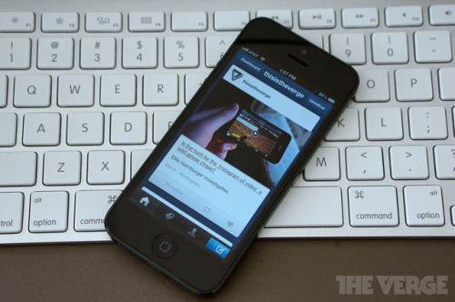 thisistheverge:  Tumblr iOS app updated with Twitter and Facebook sharing, read-it-later support  This is great. Tumblr should add these sharing/read-it-later features to the dashboard on desktops.