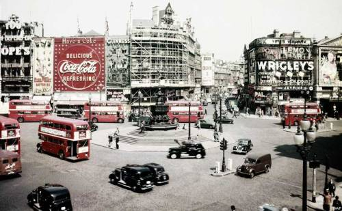 blameitonthepop:  Piccadilly Circus, London, 1956.