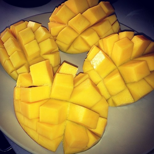 Freshly cut Mangoes #mango #fruit #yellow #fruitart #sweet #dessert #treat #raw #rawfood #rainbow #igvegetarian #igdaily #love #colorgasm #instafruit #fruitygirl #tasty