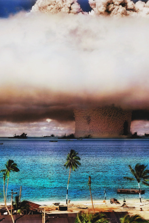enraptvred:  The Bikini Atoll Atom Bomb Test in color