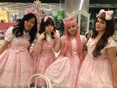 alysael:  Maya, Paige, Me and Kayte from a lolita meet a loooooooooooong time ago '3'
