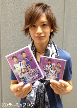silverwind:  Hide-san with the DVD and CD!
