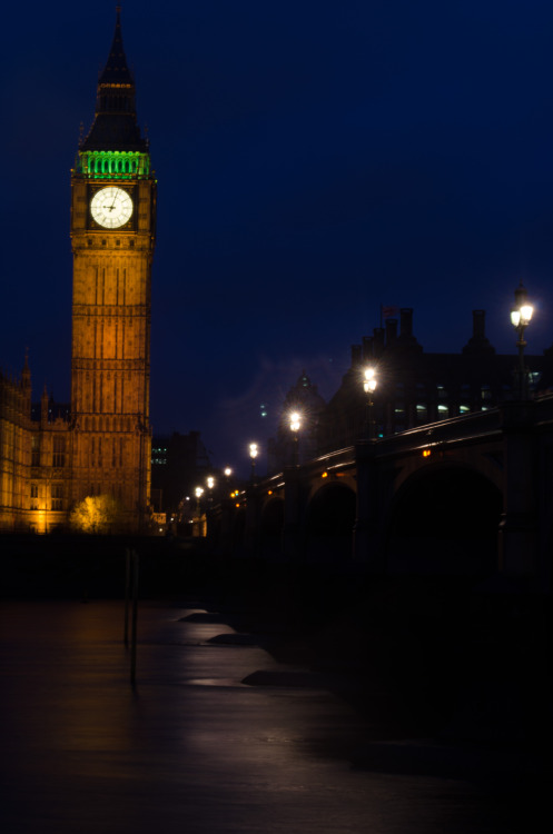 shoelessmo:  Parliament long exposure