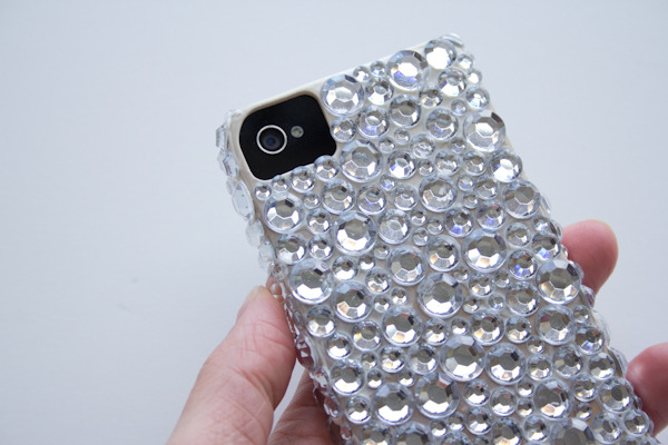 Rhinestone Phone Case | Lovely Indeed I remember the very first time someone noticed something i had DIYed and commented on it - i rhinestoned my Motorolla Razr and a girl at a bar raved over it 'I can't believe you made it!'. Yes you could buy a case like this, but there's nothing like the feeling you get making something yourself. Plus you get to make it exactly how you want to - mix it up with different colours, add cabochons, put your initial on it - make it yours!