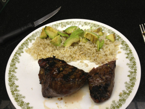 My ideal pre leg training meal. 8oz steak, 1.5 cups brown rice and 1/2 an avocado.   Gives me nice and slow released energy from the rice and avocado and of course the all important protein from the steak!