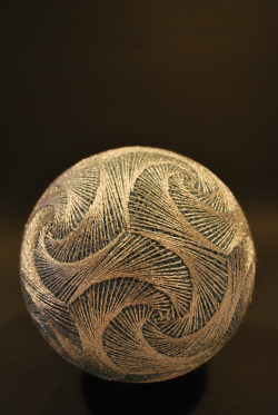 mordmardok:  Temari, is a Japanese thread ball, which is a symbol of perfection… May2009_411 (di NanaAkua)