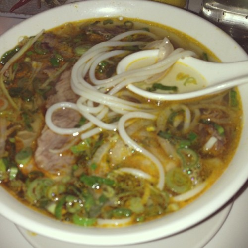 #Late #night #dinner with @ayunnatribal #vietnamese #noodle #soup #yummy #food  (at Cây Tre)