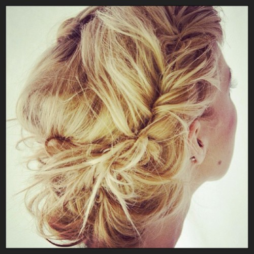 #bellestylebridal #hair #bride #destination #wedding #love #inspiration #messybraid #hairsylist #stlbrides #stltweets  (at bellestyle.onsugar.com)