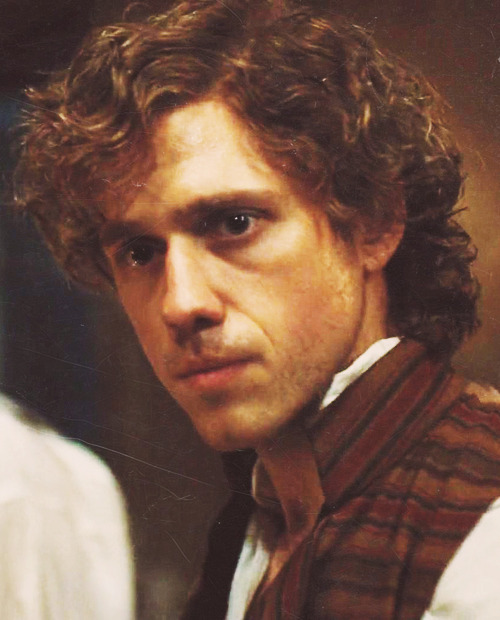 eponinny:  20/100 enjolras screencaps