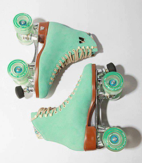 deersandwolves:  mint perfection  Love love love these skates they're by moxie :)
