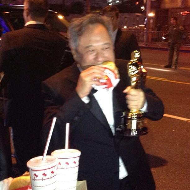 @r_emmet: Ang Lee eating In-N-Out Burger, holding Oscar. (via @RayaMartin - imgur)