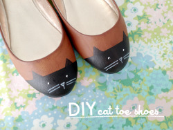 truebluemeandyou:  DIY Painted Cat Toe Shoes Tutorial from Scathingly Brilliant for Kittenhood here. For 9 pages of DIYs with cats including more shoes, rings, cat beds, cat fashion etc… go here: truebluemeandyou.tumblr.com/tagged/cats