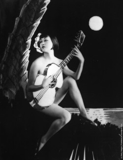hollyhocksandtulips:  Anna May Wong, 1930