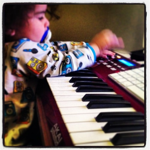 #beat#making#my#son#music#akai#mixing#awesome#beautiful#mulatto#baby#bebis#doing#is#thing#proud#daddy#studio#real#stuff#sweden#luleå