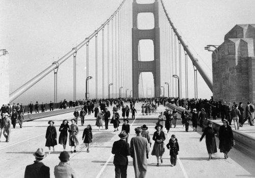 thekhooll:  Grand Opening The bridge opens to pedestrian traffic a day before the grand opening, May 1937.