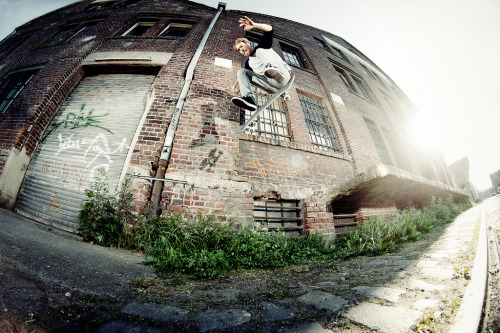 spachulla:  Alex Denkiewicz | Switch fs flip Photo by Friedjof Feye