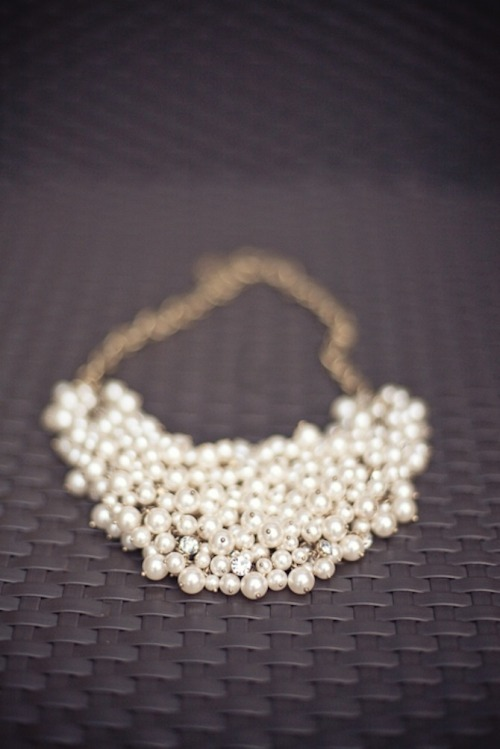 pearlsandpoltics:  Great pearl necklace. Love the random placement of rhinestones.