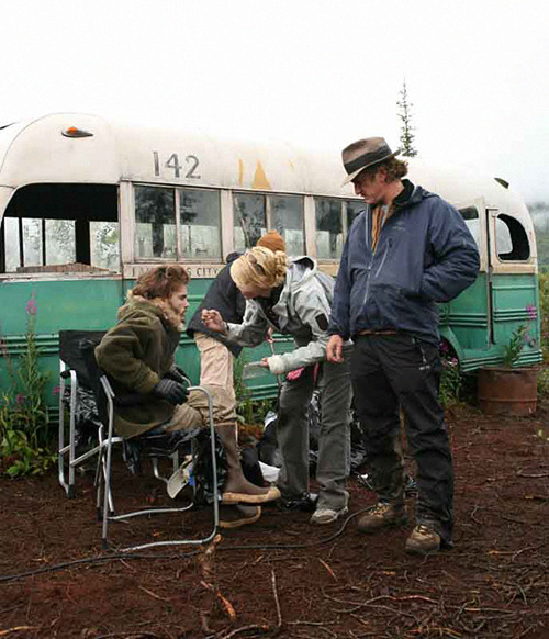 pickledelephant:  Emile Hirsch and Sean Penn while filming Into the Wild (2007)